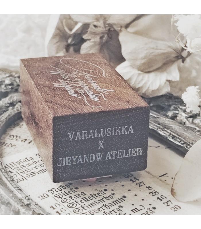 Jieyanow Atelier x Varalusikka - Hygge Bliss -leimasin